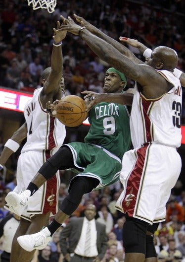 Thumbnail image for shaq-rondo.JPG
