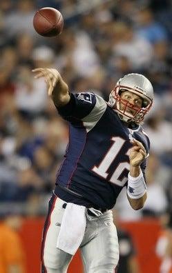 Tom Brady throwing.jpg