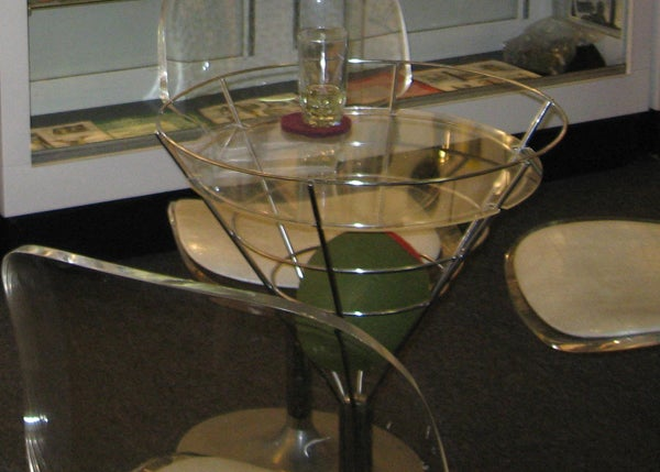 8GLASSMARTINITABLE.jpg