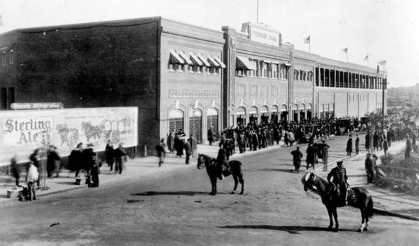 Fenway park 1912.jpg