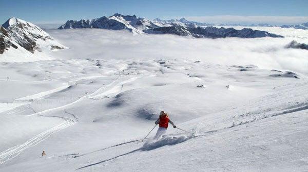 glacier-3000-powder-ski-away.jpg