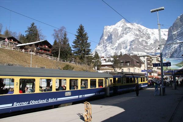 swiss-train-grindelwald.jpg