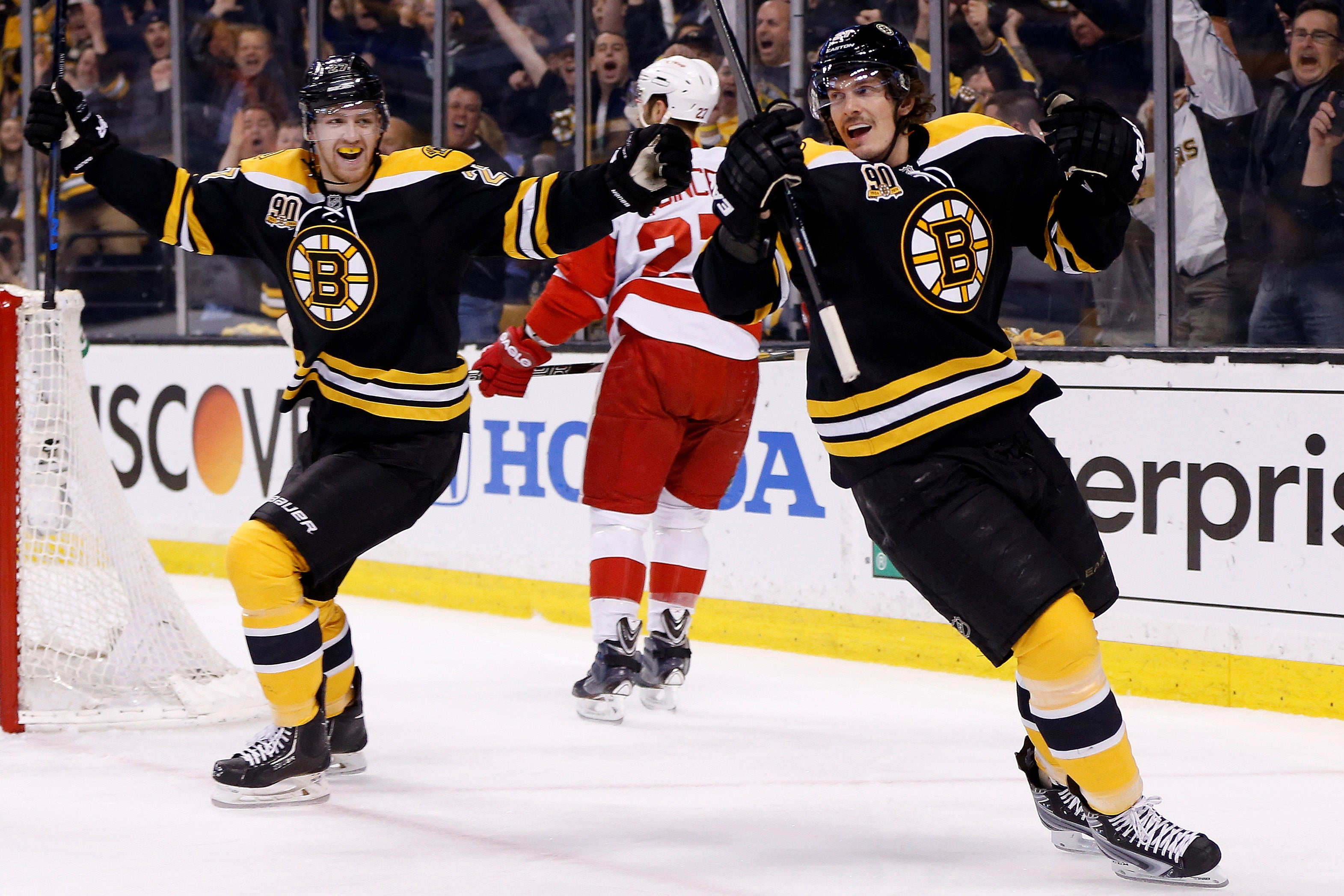 2014-04-26T193632Z_173762249_NOCID_RTRMADP_3_NHL-STANLEY-CUP-PLAYOFFS-DETROIT-RED-WINGS-AT-BOSTON-BRUINS.jpg