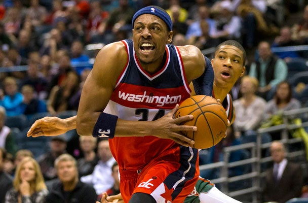 brand new c5603 1c074 Paul Pierce Signs Autograph for Celtics Fan During Wizards ...