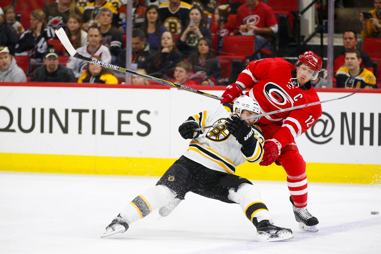 2015-03-29T223343Z_184350566_NOCID_RTRMADP_3_NHL-BOSTON-BRUINS-AT-CAROLINA-HURRICANES.jpg