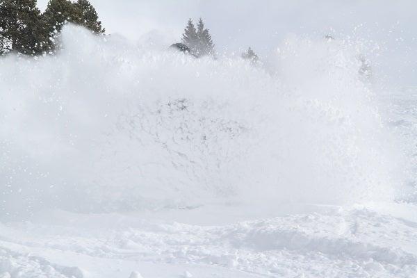 vail-snowboarder-powder.jpg