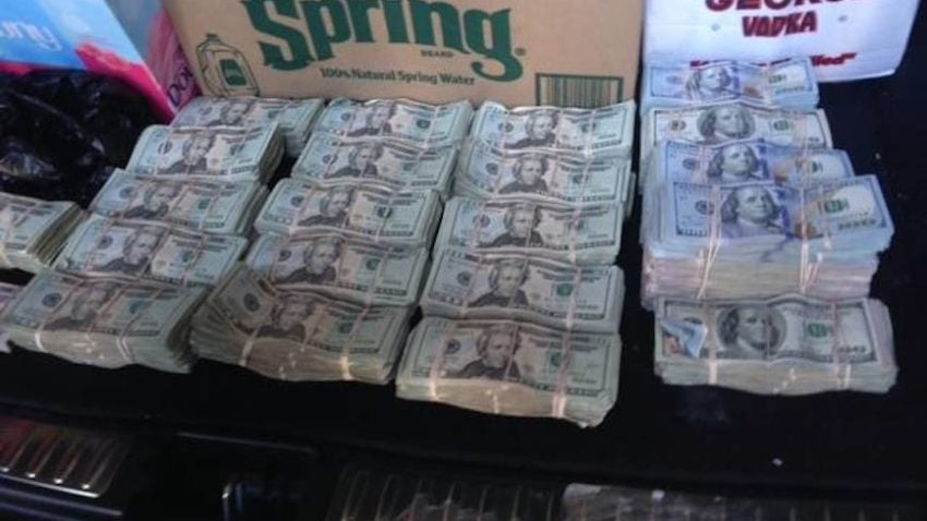 Police Seize 400 000 In Cash From An Suv Outside A Cape
