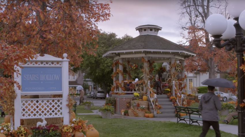 The Connecticut Town That Inspired Stars Hollow Is Hosting