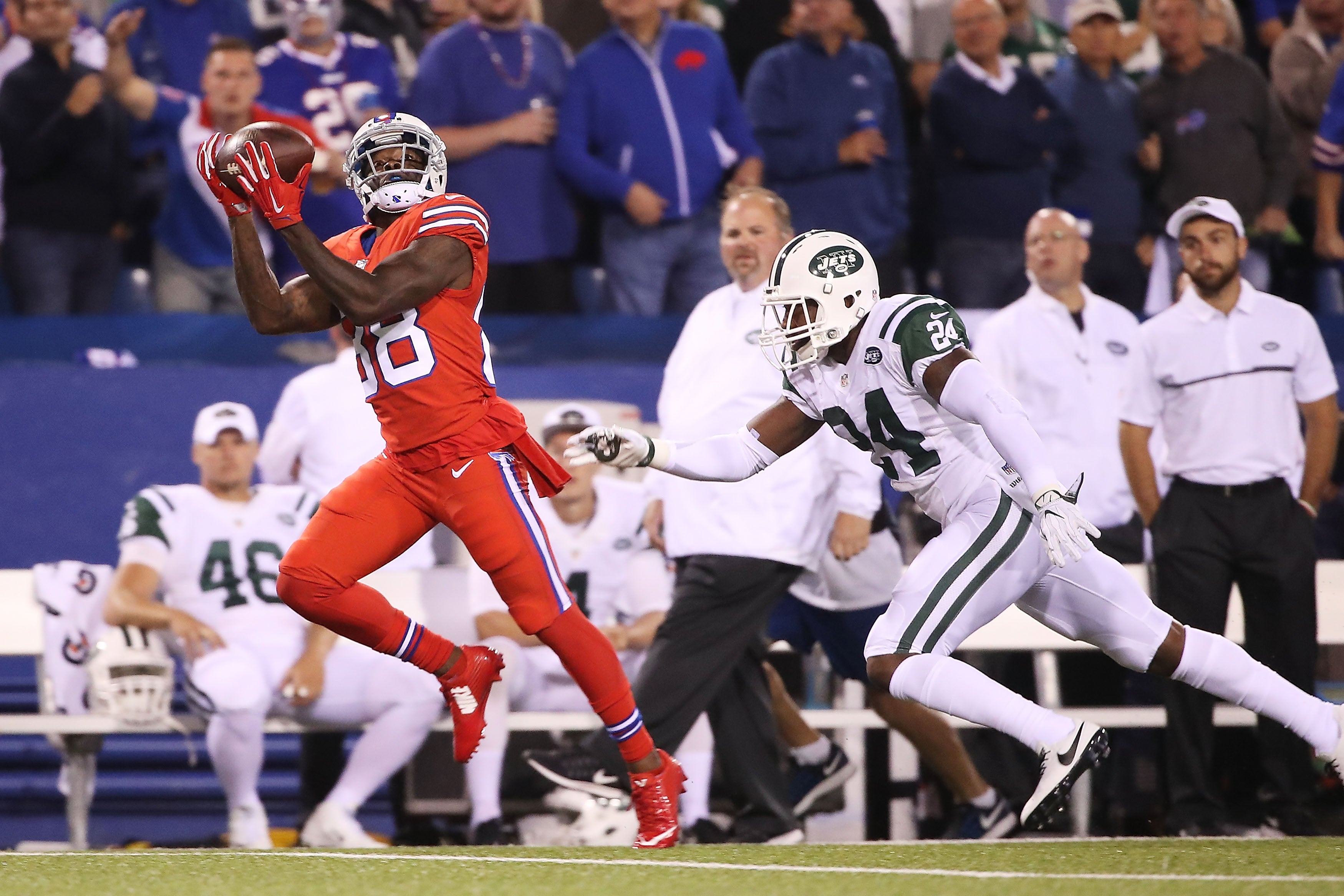 ORCHARD PARK, NY - SEPTEMBER 15: Marquise Goodwin #88 of the Buffalo Bills catches a touchdown pass from Tyrod Taylor #5 of the Buffalo Bills during the first half against the New York Jets at New Era Field on September 15, 2016 in Orchard Park, New York. (Photo by Tom Szczerbowski/Getty Images)