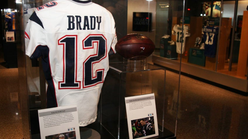 Brady-tom-jersey-football-2016-display-850x478