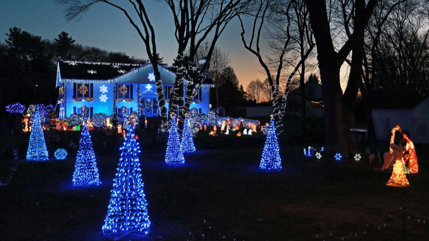 12/03/15: Saugus, MA: A Christmas display in front of the home of Mike Conlon on Lynn Fells Parkway in Saugus is pictured. (Globe Staff Photo/Jim Davis) section:nowk topic:20nolights