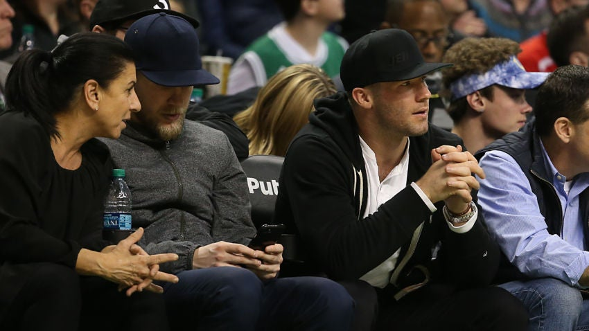 the latest 34847 e443f Julian Edelman was hardly recognizable at a Celtics game ...
