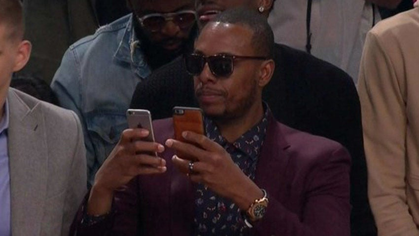 Paul Pierce uses two smartphones at dunk contest, does not