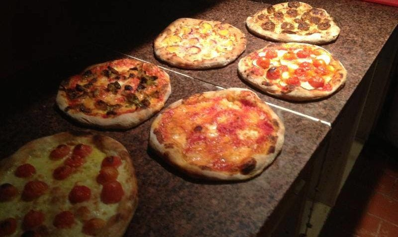 12 New England Pizzas Make List Of Top 101 In America Bostoncom