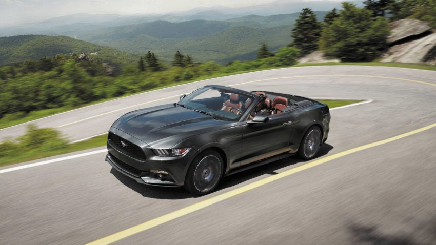 ford 39 s mustang gt convertible is good old fashioned fun. Black Bedroom Furniture Sets. Home Design Ideas