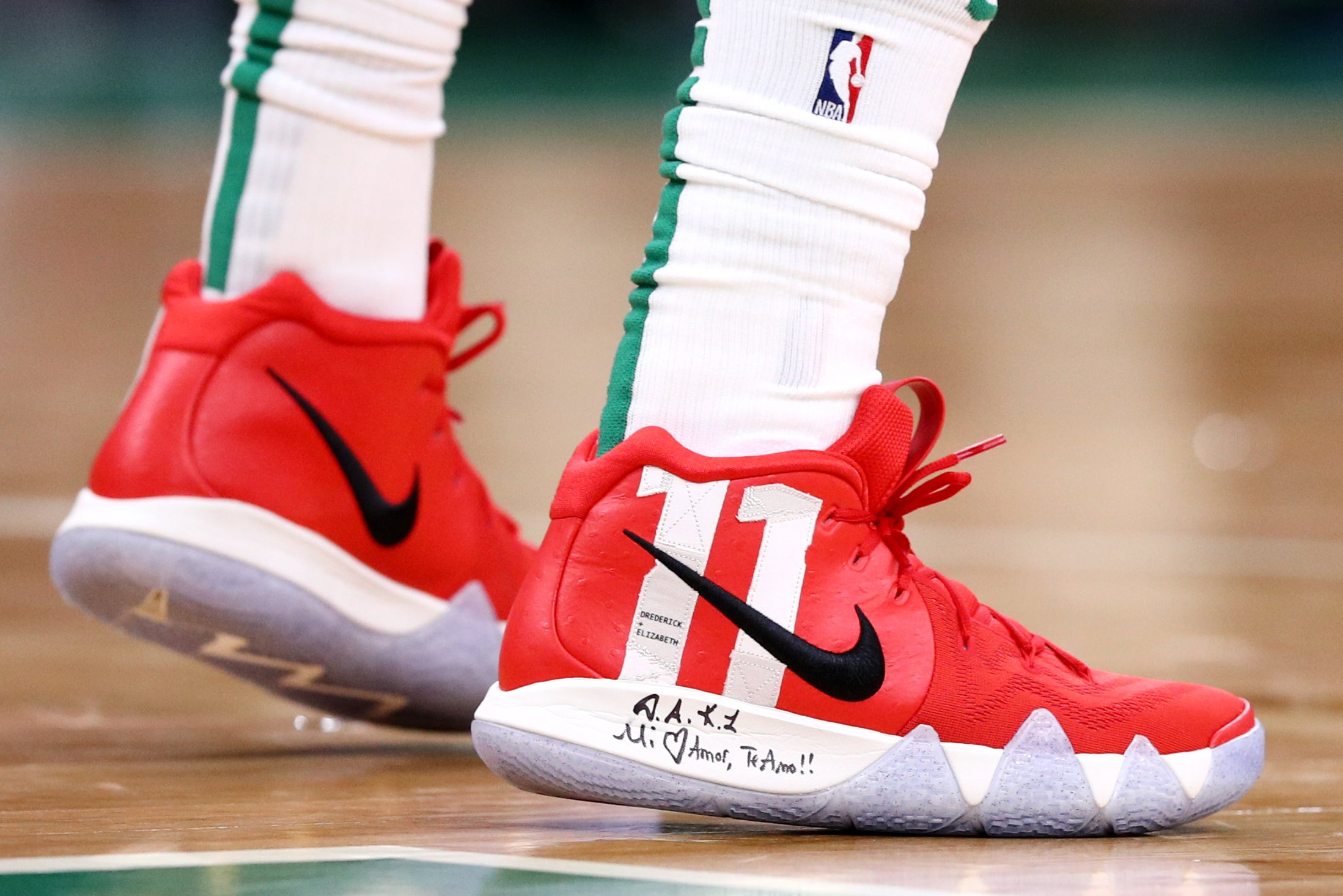 kyrie irving's shoes