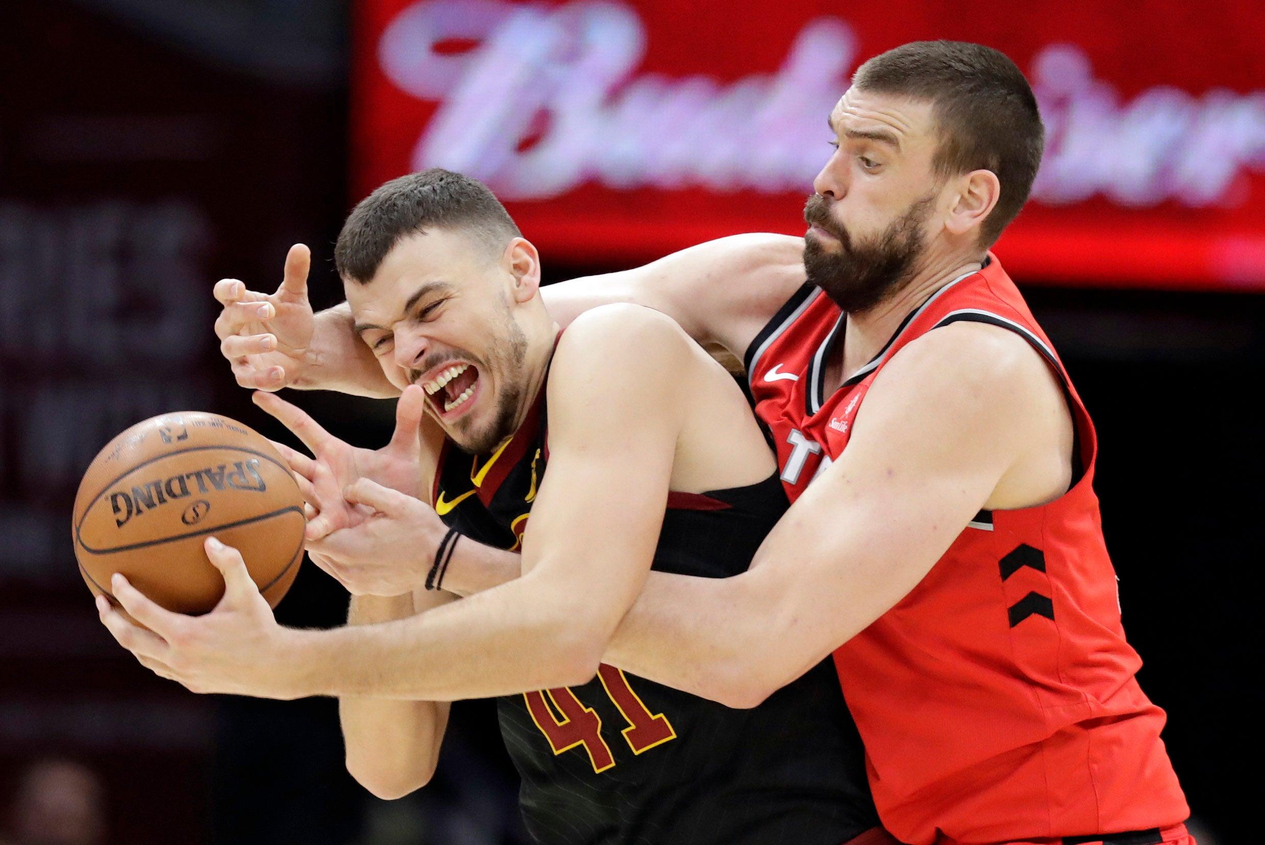 [APTOPIX_Raptors_Cavaliers_Basketball_33797]