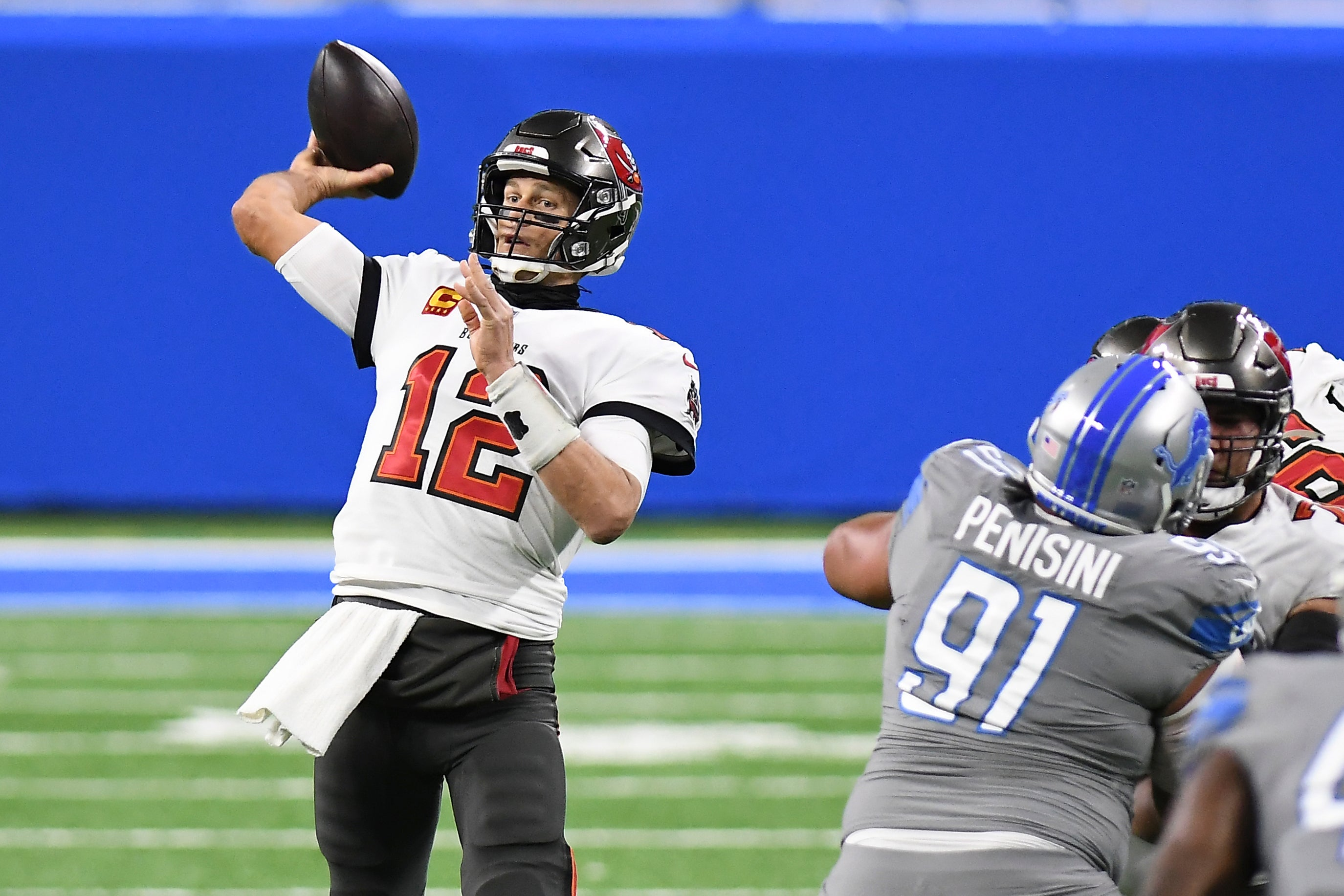 Tom Brady Dominates Lions To Help End Buccaneers 13 Year Playoff Drought Boston Com