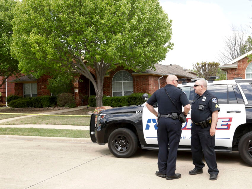 6 relatives dead in apparent murder-suicide at Texas home